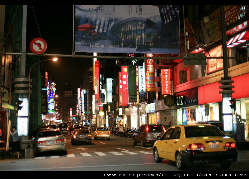 夜台北的街头
